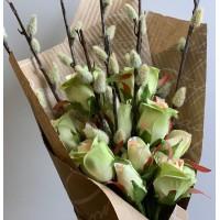 Весенний букетик Верба с розами