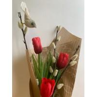 Весенний букетик Верба с тюльпанами