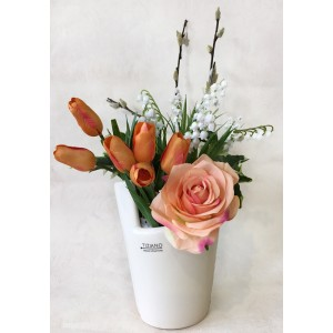 Стоимость указана за всю композицию.Кашпо TIZZIANO (Германия).Цветы (роза, тюльпаны, ландыши, веточки ивы) выполены из шелка, производсто Голландия.