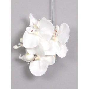 Заколка - брошь с 3-мя цветками кремовой орхидеи будет стильно смотреться на волосах невесты, подчеркивать красоту волос девушек