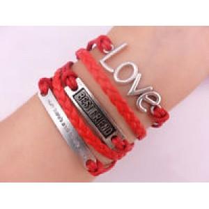 Браслет-валентинка LOVE может быть хорошим тематическим подарком на День влюбленных.