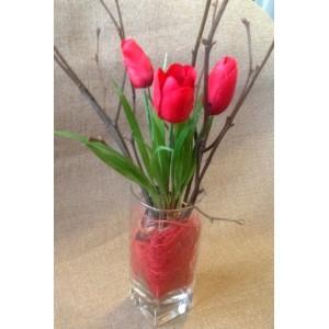 Миниатюрные красные тюльпаны