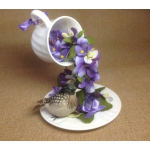 Подарочная чашка с анютками и птичкой