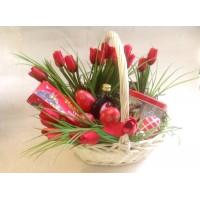 Пасхальная подарочная корзина с тюльпанами (без продовольственного наполнения)