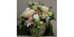 Композиции из искусственных цветов и растений