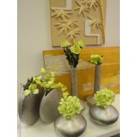Головка зеленой гортензии в вазе