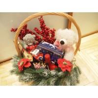 Основа для подарка Новогодняя корзинка с красными ягодами