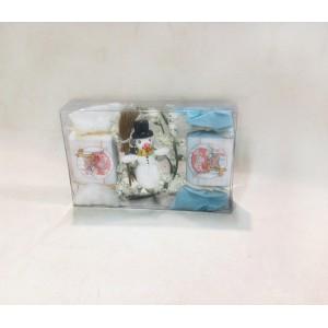"""Подарок для маленького мальчика на Новый год 2018. Состав сувенира: натуральное мыло серии """"Душ для детей"""" с аргановым маслом ручной работы 30 г 2 штуки и деревянный снеговичок с подвесом."""
