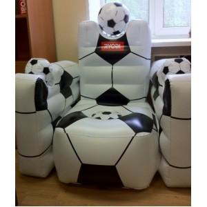 Подарок для мужчин - любителей футбола и природы. В нем удобно наблюдать за детьми или участниками матча, потягивая пиво.