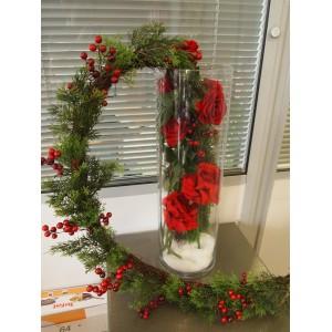 Красные розы с Новогодней гирляндой