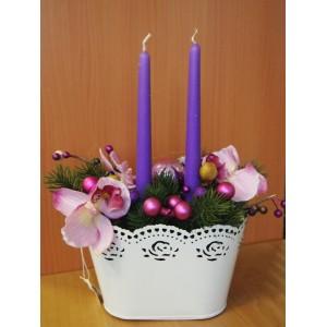 Композиция с розовыми орхидеями и свечками