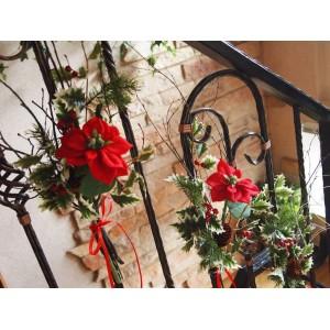Новогодний букет на лестницу
