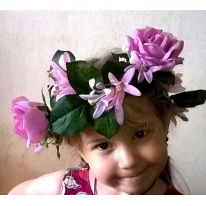 Венок с фиолетовыми розами