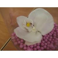 Заколка - брошь с маленьким цветком (белой орхидеей)