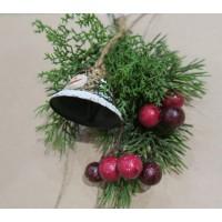 Новогоднее украшение подарочной упаковки (коробки)-веточка кедра с колокольчиком