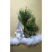 Новогоднее украшение подарочной упаковки (коробки) - снеговичок в лесу на снегу