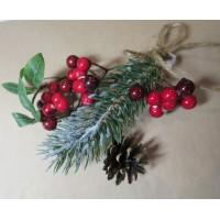 Новогоднее украшение подарочной упаковки (коробки) - ветка хвои с красными ягодами и шишкой